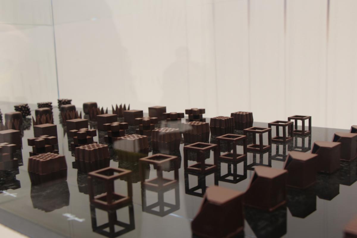 Oki-Sato-aka-Nendo  stephanie Caumont scénographie-Chocolate-Texture-Lounge-chocolat