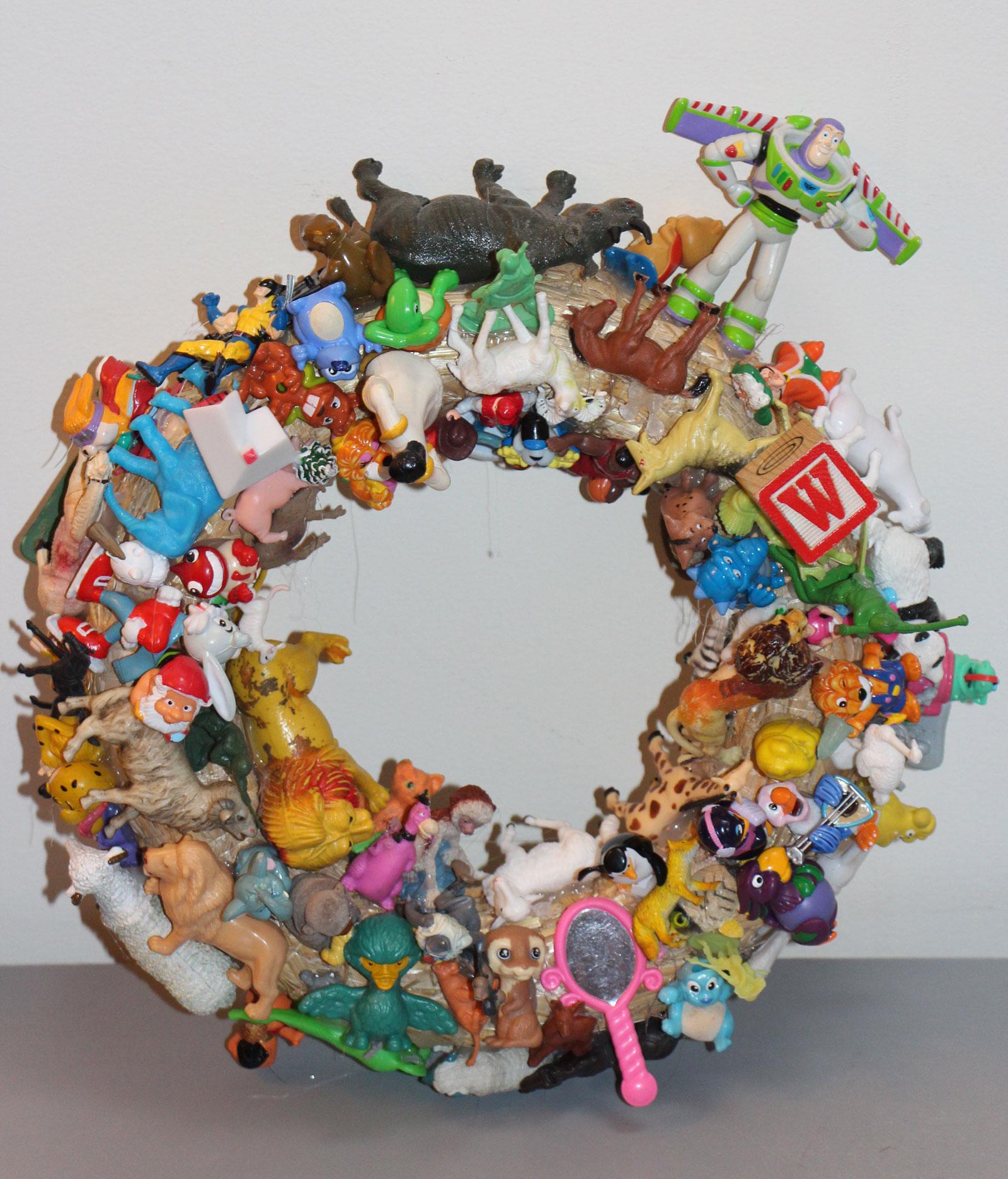 Diy-dkomag-couronne-jouets-7