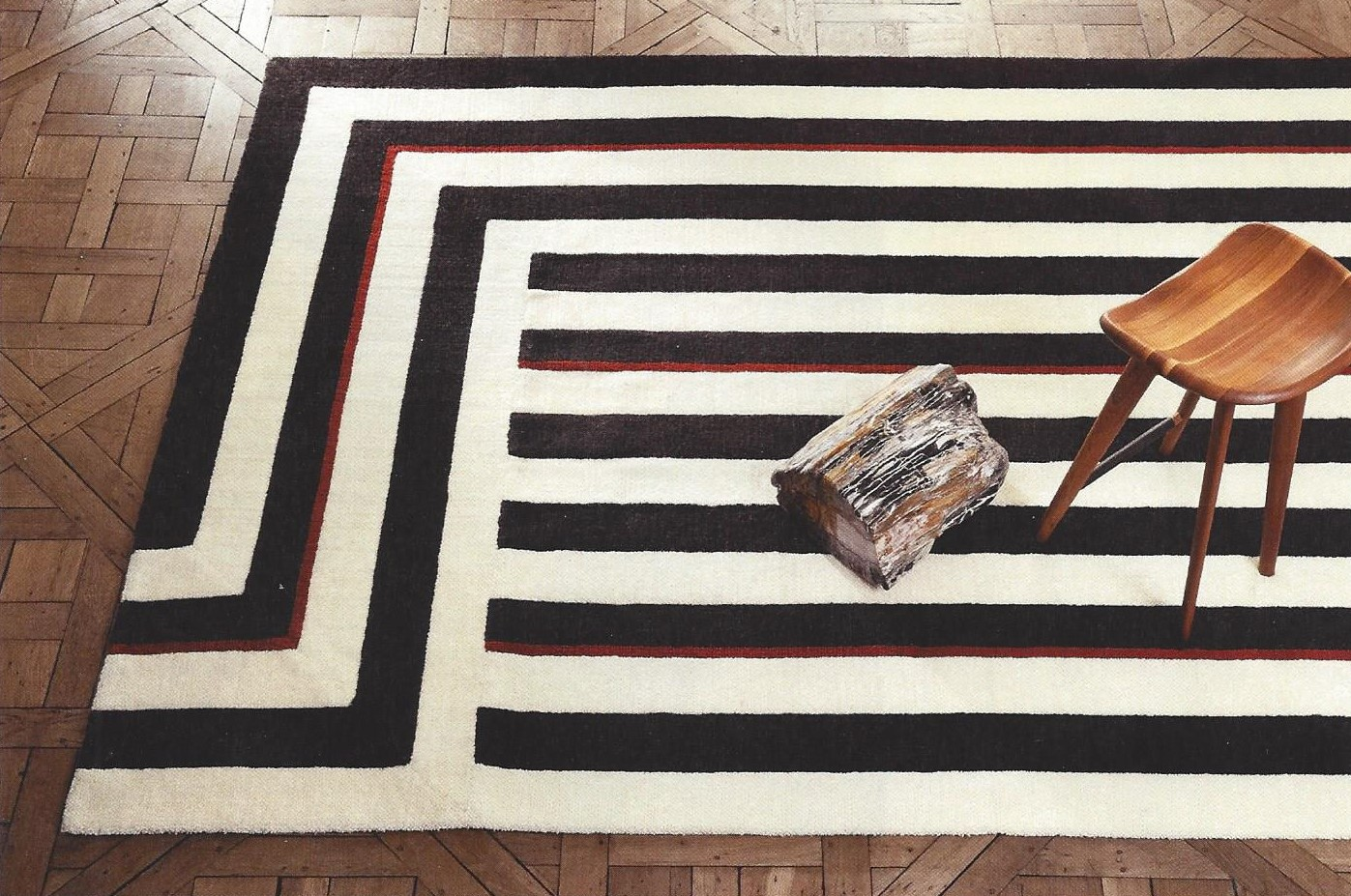 Tapis texturé Roswell en laine coupé 10 mm fond en coton et jute